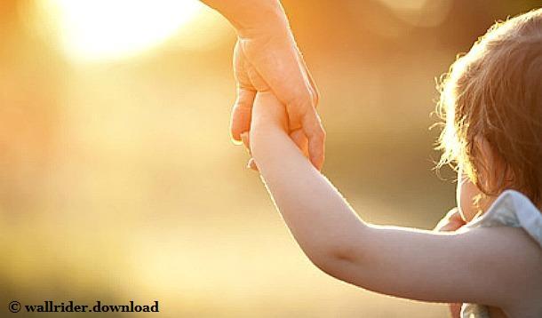 holding-hands-mom-toddler